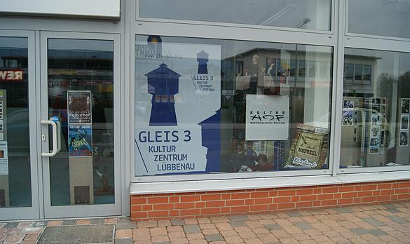 Informationen zum GLEIS 3 Kulturzentrum Lübbenau finden Passanten jetzt auch im WIS-a-Vis am Roten Platz. Foto: GLEIS 3