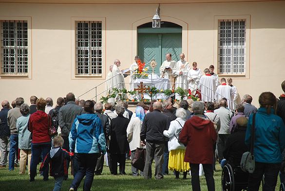 Für den Dekanatstag wurden drei Altäre in die Veranstaltung eingebunden. Fotos: Oliver Joppek