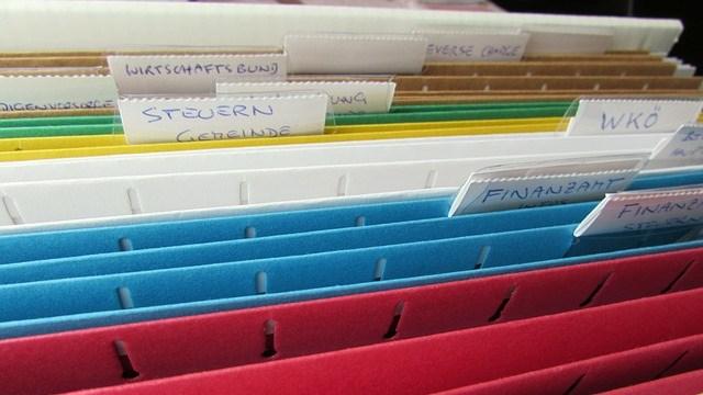 Ordnung in den Unterlagen sorgen für Übersicht.