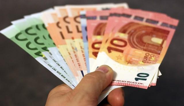 Sofort-Kredite bieten sich an, wenn man schnell ein Darlehen benötigt.