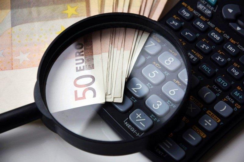 Die Zinsen sind während der abgeschlossenen Laufzeit beim Festgeld garantiert.